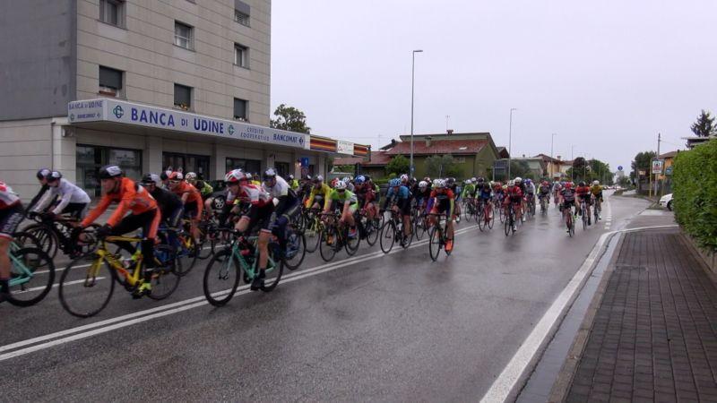 incrocio al 35° Gran Premio Ciclistico Festa della Mamma